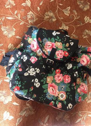 Продам рюкзачек в цветочки