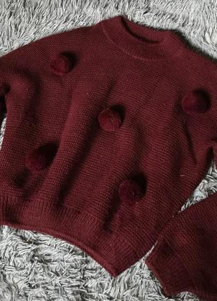Объёмный свитер с помпонами