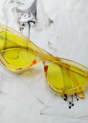 Треугольные очки солнцезащитные  кошачий глаз цветная оправа  жёлтый