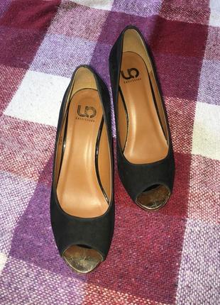 Туфли с открытым носком под замшу