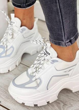 Женские кроссовки с рефлективными вставками