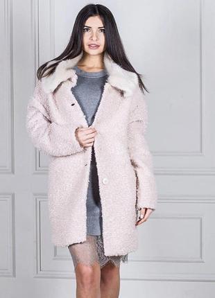 Красивое  пальто пудрового цвета