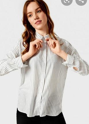 Приталенная рубашка.