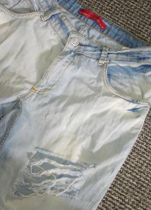 Рваные джинсы дудочки с подворотами
