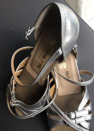 Обувь  для бальных танцев блок каблук , серебро лак голограм