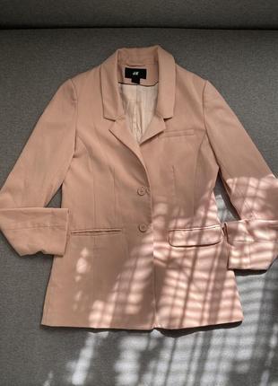 Удлиненный пиджак цвет пудра