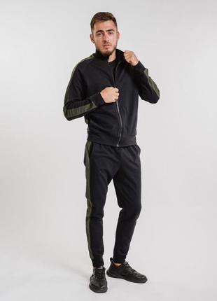 Мужской спортивный костюм с лампасами цвета хаки