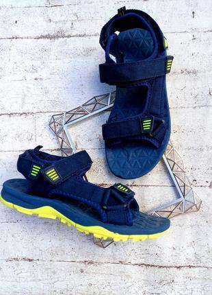 Лёгкие, яркие сандали от next