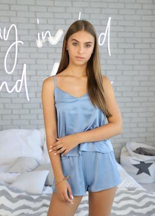 Женская шелковая пижама голубого цвета