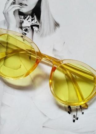 Стильные  солнцезащитные очки  в цветной оправе  жёлтый