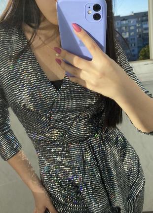 Блестящее платье с паетками