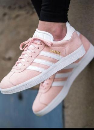 Трендовые замшевые кросовки adidas gazelle нежно розового цвета