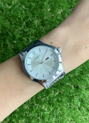 Женские наручные часы металлические серебристые цвета серебро