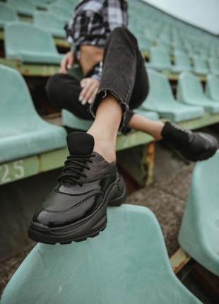 Чёрные кросовки натуральная кожа. кросовки на подошве
