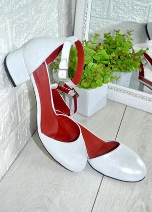 Туфли на каблуке натур кожа белые хит