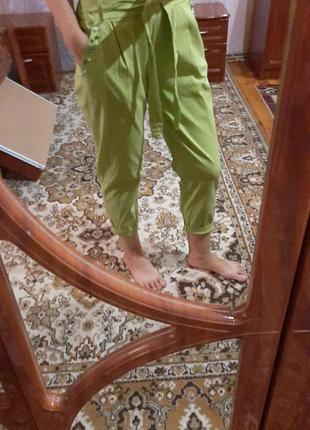 Салатовые брюки с пояском