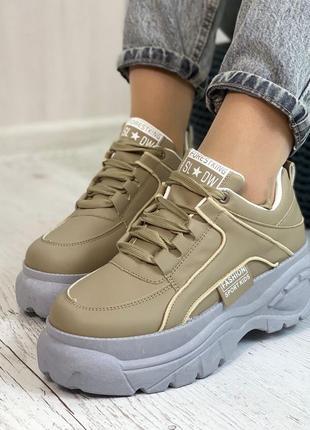 Кросівки кольору хакі