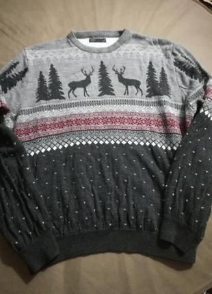 Красивый фирм.свитер