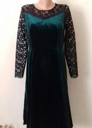 Шикарное бархатное платье с кружевными рукавами