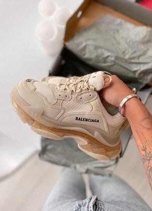 Очень красивые женские кроссовки balenciaga triple s clear sole milk beige