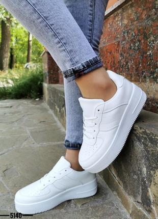 Новинка белые кроссовки