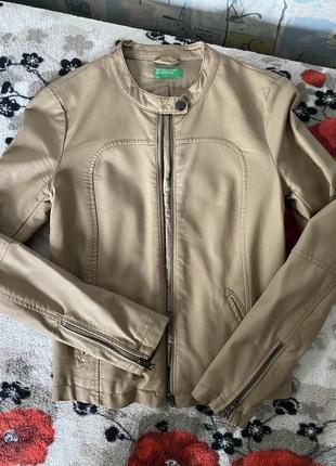 Фирменная кожаная куртка {пиджак} от benetton размер 34-36 {xs-s}