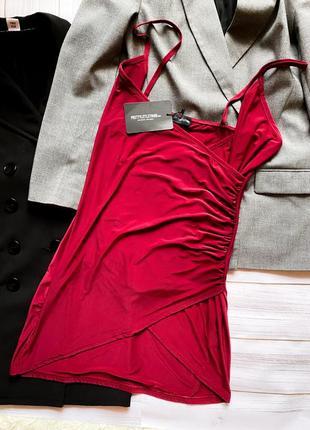 Короткое платье на запах в бельевом стиле