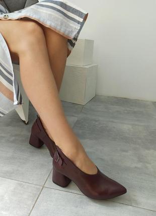 Эксклюзивные кожаные туфли на стильном каблуке