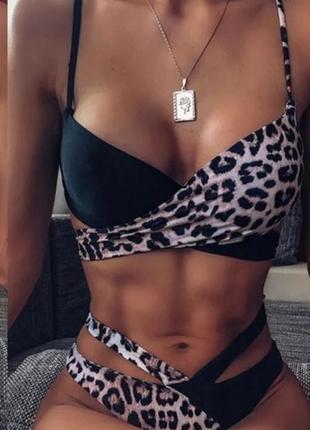 Яркий леопардовый купальник