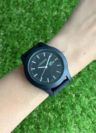 Женские наручные часы каучуковые черные