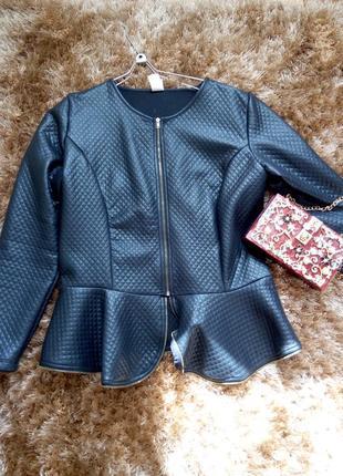 Стильная курточка-баска