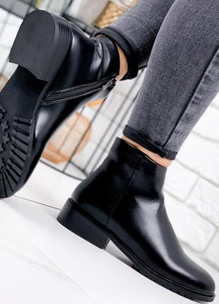 Черные ботинки новинка