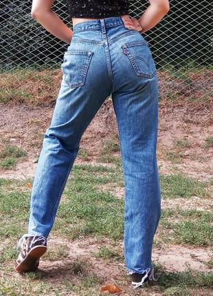 Levi's 501 джинсы мом на пуговицах обрезанные с бахромой
