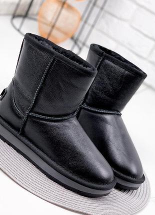 Средние черные кожаные угги