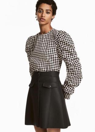 Блузка с заклепками h&m 0535457002 белого цвета
