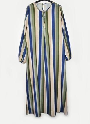 Длинное свободное платье с длинным рукавом