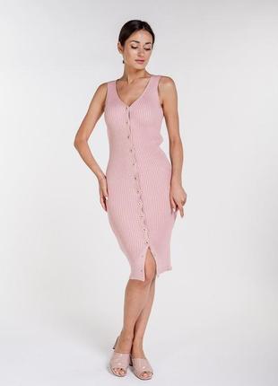 Вязаное платье-футляр на пуговицах