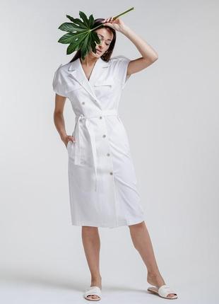 Платье-миди в офисном стиле на пуговицах