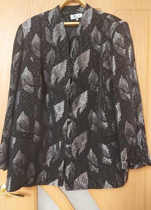 Пиджак черный. серебристый. чешуя. размер 58-60.
