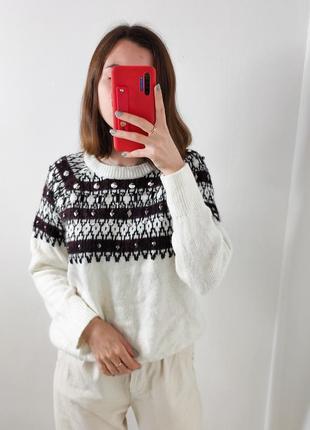 Женский белый свитер шерстяной с орнаментом