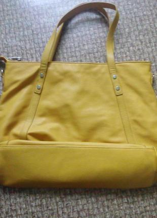 Крутая желтая сумка stradivarius