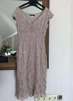 Бежевые платье