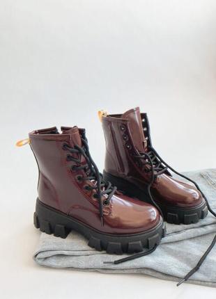 Очень стильные ботинки на грубой подошве