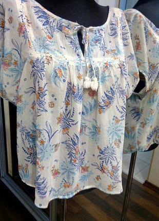 Летящая невесомая блузка с кисточками и принтом