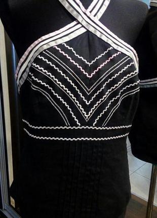 Льняной черный топ с вышивкой и открытой спиной