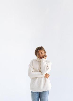 Молочный свитер оверсайз