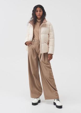 Стильна куртка пуффер нова колекція s бежева