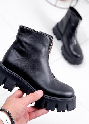 Ботинки на массивной подошве