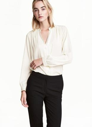 Атласная блузка h&m 0478065008 белого цвета