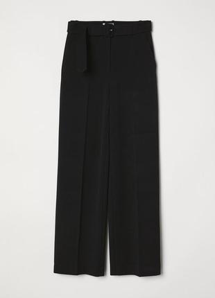 Широкие брюки с ремнем h&m 0662260008 черного цвета